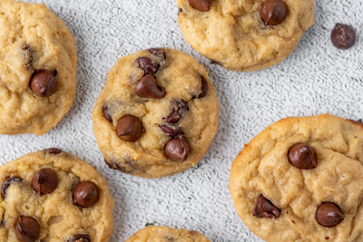 Banana cookies with chocolate chips lined up