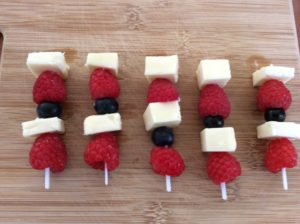 Red White and Blue Berry Cheese Bites – Easy 4th of July Appetizer Recipe